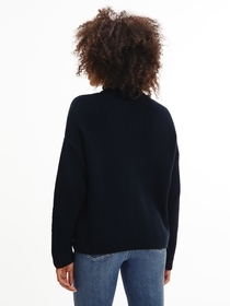 Hochgeschlossener Rippstrick-Pullover