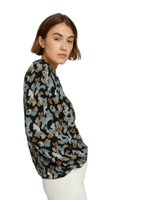 blouse with back placket