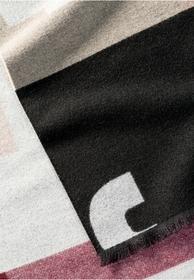 Schal mit mehrfarbigem Schriftzug